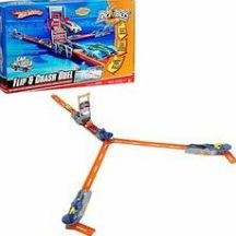 Hot Wheels Flip and Crash Duel Trick Track Set