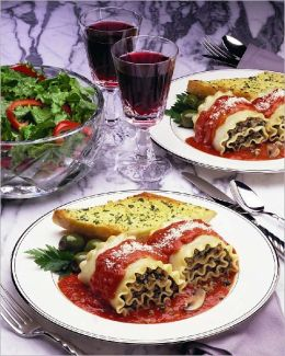 Italian Food: Traditional Italian Food Facts from the History of Italian Food and Italian Food Culture and Cuisine, to Authentic Italian Food like Lasagna, Pasta Sauce and Pasta Dishes - A Guide to Italian Cooking and Italian Traditions