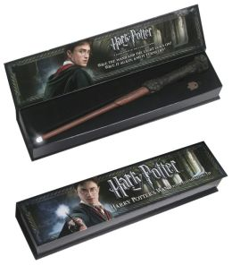 Harry Potter Illuminating Wand - Harry Potter reading