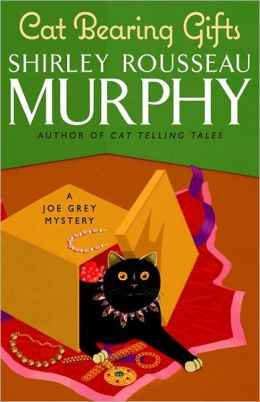 Cat Bearing Gifts (Joe Grey Series #18)
