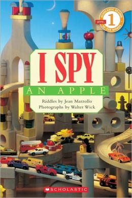 I Spy an Apple (Scholastic Reader Series: Level 1)