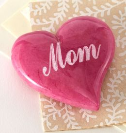 Alabaster ''Mom'' Radiant Orchid Heart Paperweight - 2.75