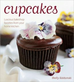 Cupcakes: Luscious Bakeshop Favorites From Your Home Kitchen